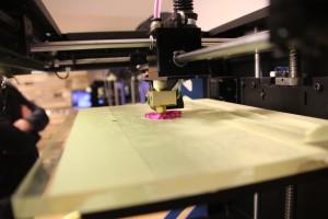 3D tiskárna v chodu 3D tisk makerslab